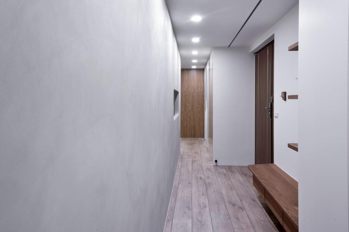 入口玄關往臥室區走