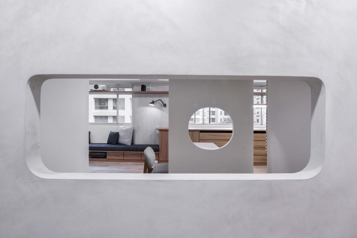 一進門面對的長窗洞,空間層次,探詢的興味,客餐廳的人也方便招呼門口