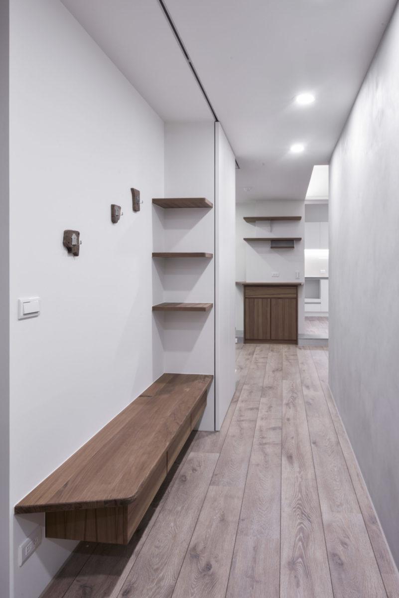 入口玄關,往左通往廚房