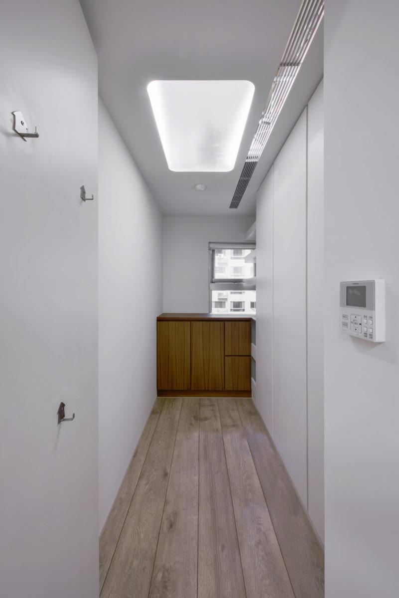 乾貨收納間,吊隱式除濕機,超大維修孔整合進入天花板設計