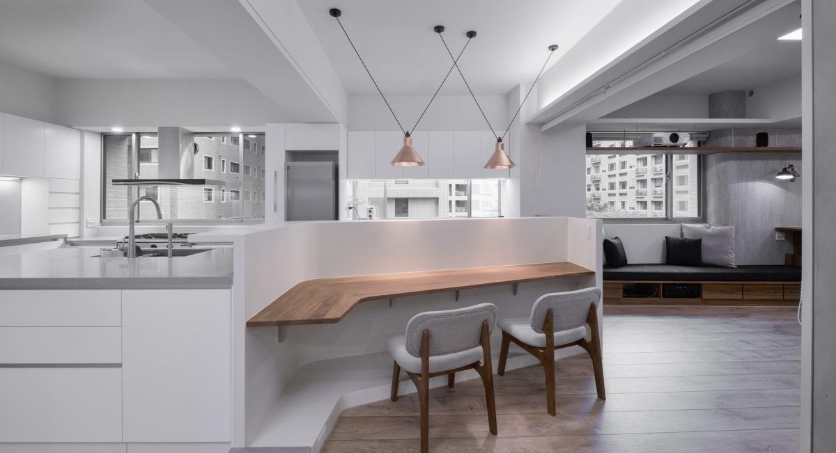 廚房與吧台,柚木實木桌面,紅銅吊燈,有情門,簡潔