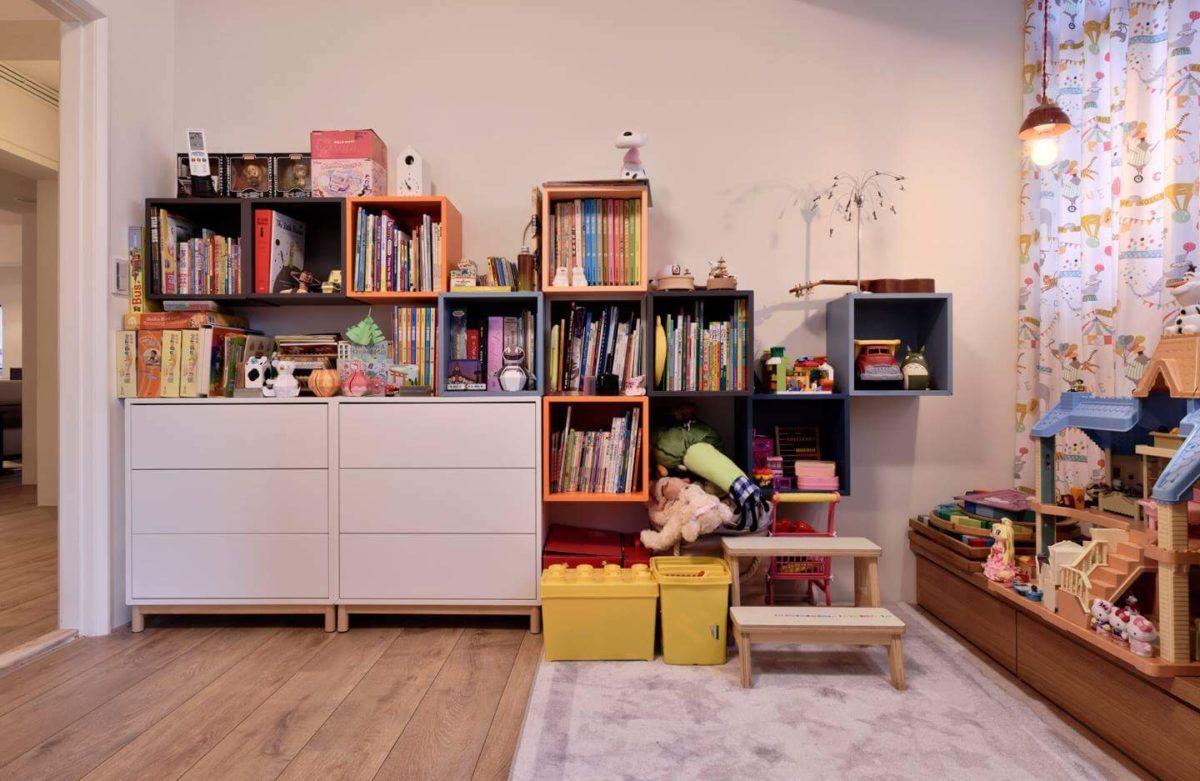 我幫女兒組的IKEA櫃子,她自己分類收拾的成果