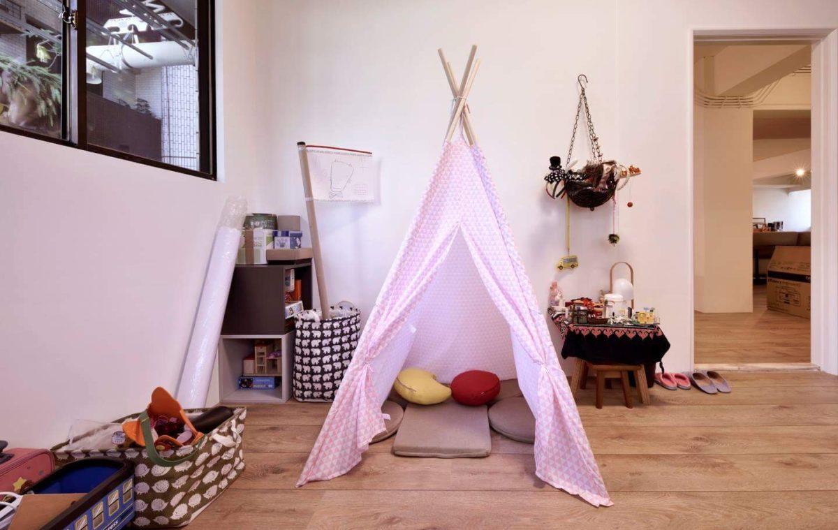 圓夢的印地安帳篷XD 女兒房間所有活動件(包含IKEA)都是她自己選的顏色,自己安排收拾的成果