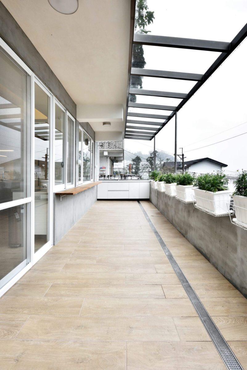 男主人的大陽台 喜愛園藝的男主人需要寬敞的大陽台,整道排水口的設計讓他不用擔心排水堵塞,排水順暢又好整理