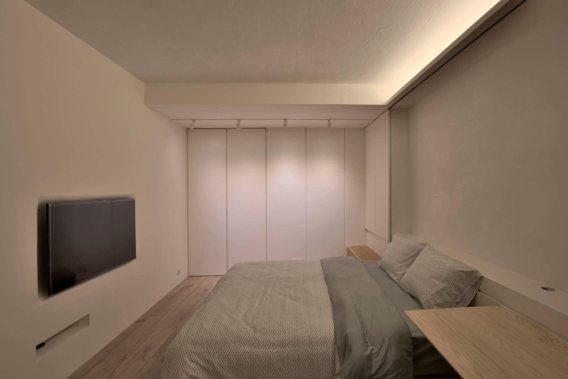 主臥空間 床頭床下都是收納空間
