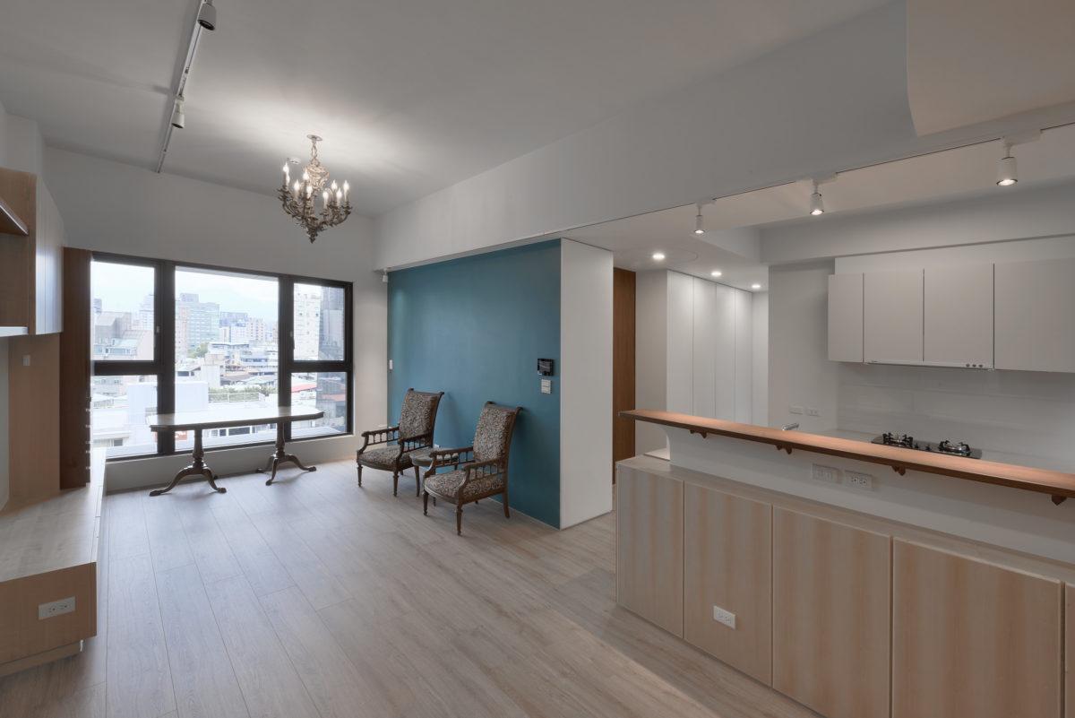 進門即見寬敞的餐廳與客廳空間