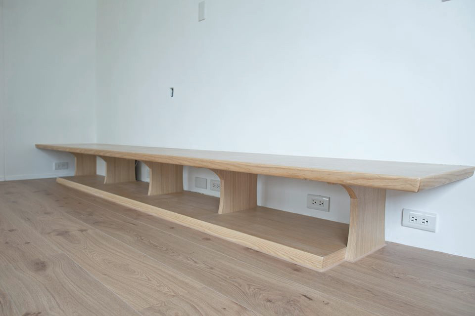 電視櫃採用開放式的設計