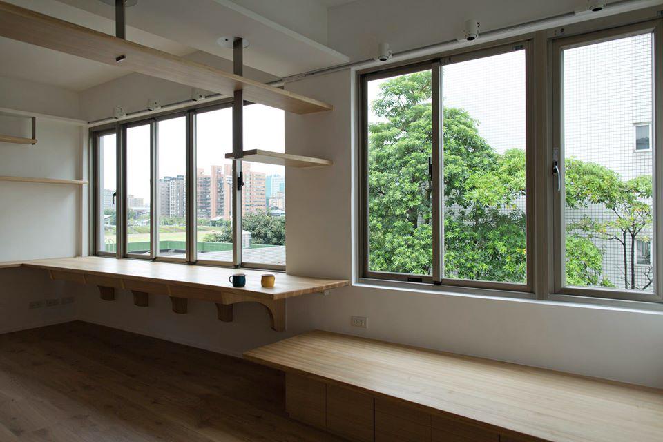 坐在上面倚著窗邊看著窗外的綠意是一種享受