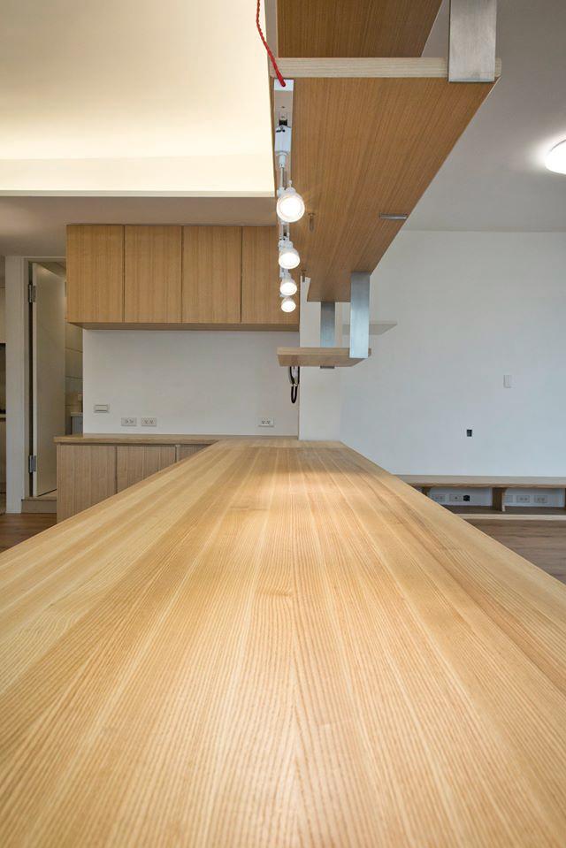 特地到台中工廠選色排列的實木拼板,非常美麗
