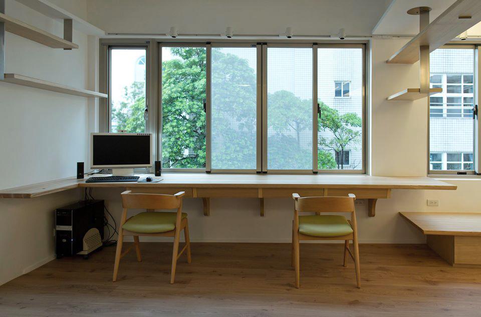 全力爭取景觀優勢,大面窗景,以60公分為單元分割成長條窗格,為空間增添了韻律感