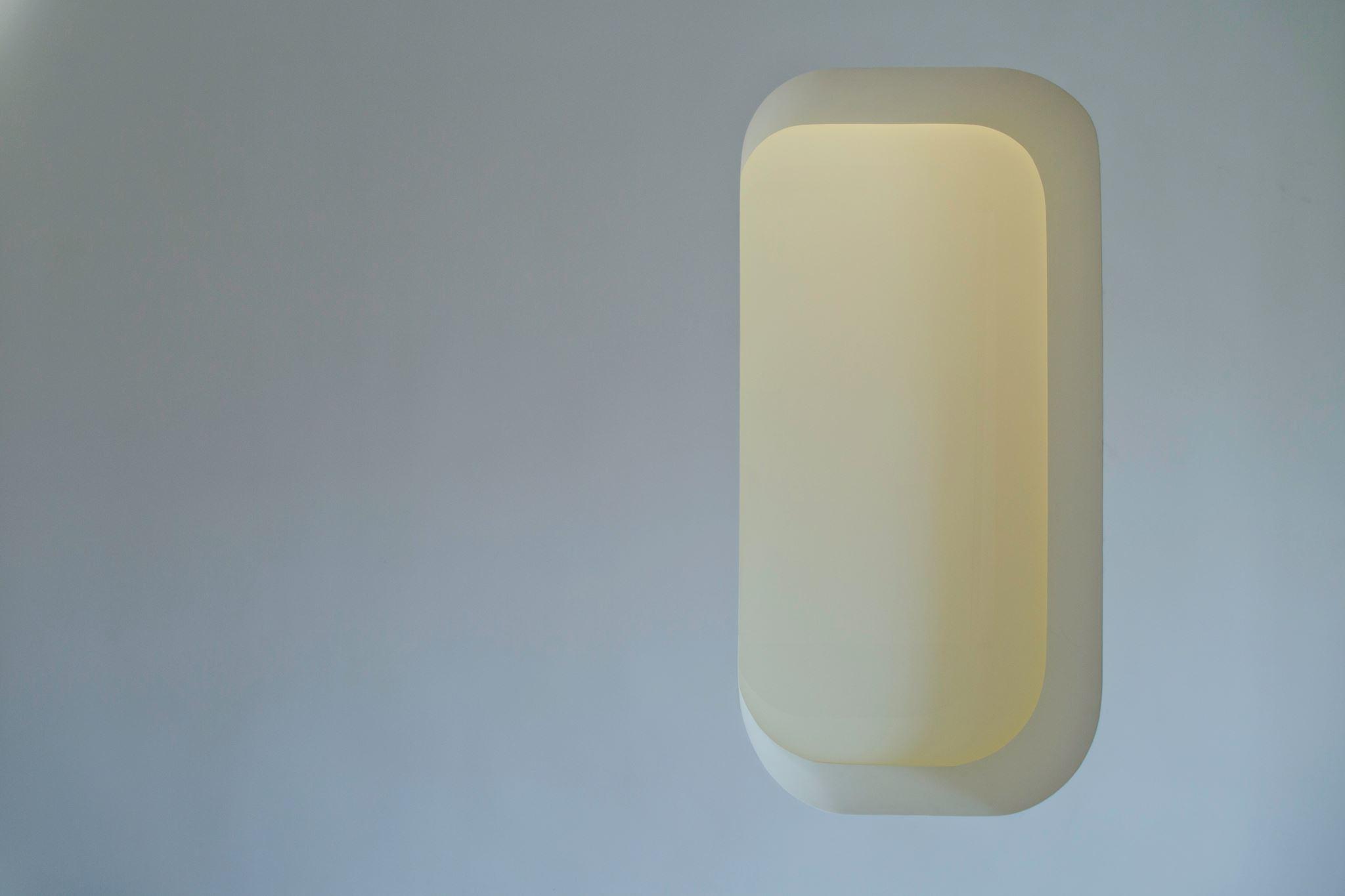彈性需要有玻璃拉門可關,白膜玻璃透光之後顏色很迷人