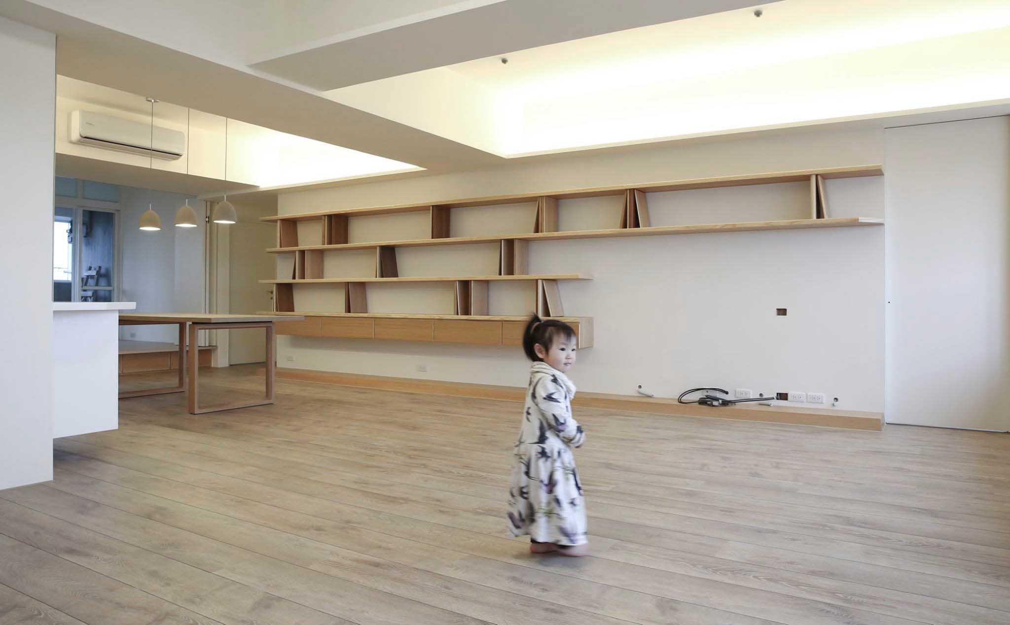 此案的書牆是將「薛伯輝基金會」的書牆設計作更精緻而細膩的延伸
