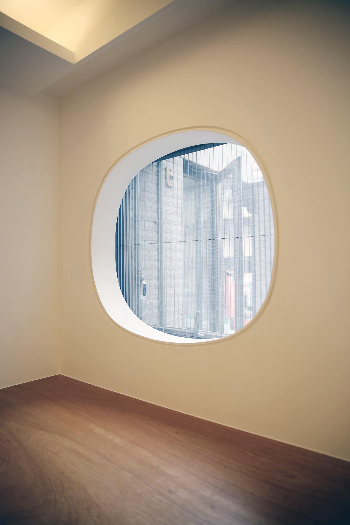團扇圓的洞窗很適合這裡,圓潤溫暖