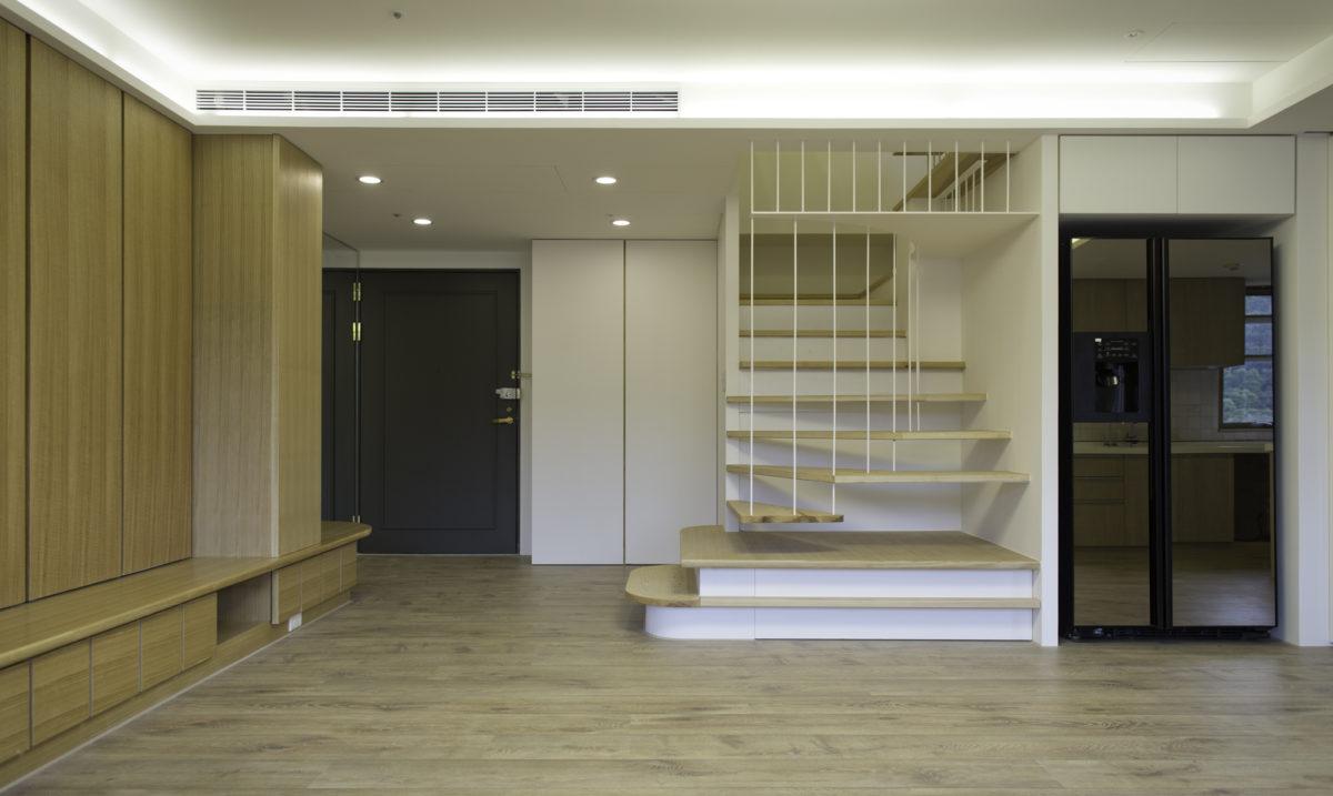 大門、鞋櫃、樓梯、冰箱