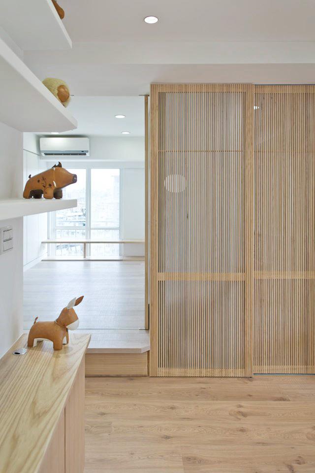 和餐廳鄰近的和室空間,不僅彈性扮演未來小朋友的房間外,平常開放的狀態有助於餐廳開放空間的延伸