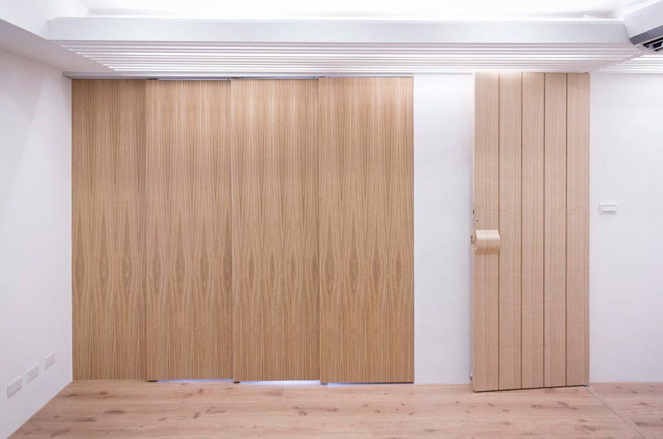 因為男主人需要安靜的閱讀與工作空間,特別利用木作拉門來做兩個空間的區隔