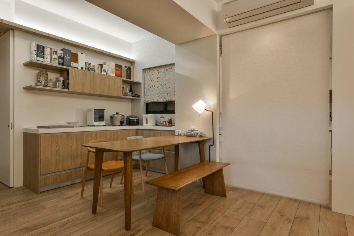 廚房區有捲簾可以降低油煙散溢到客廳