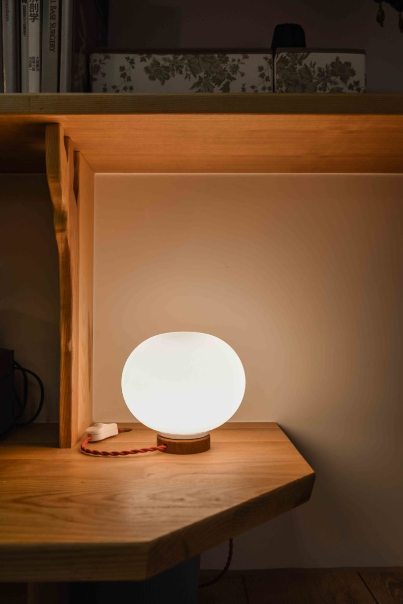 被換掉的玄關燈,我自己將它改為桌燈,小巧可愛