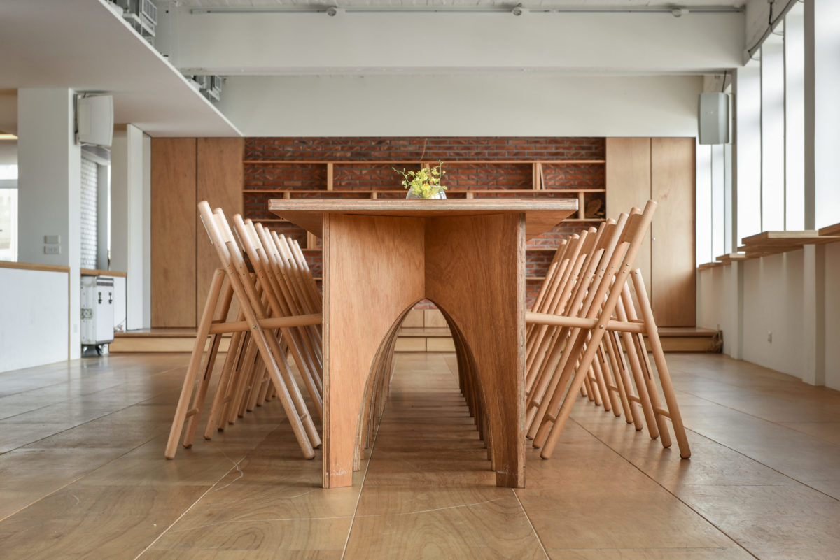 用夾板設計的可拆式小方桌