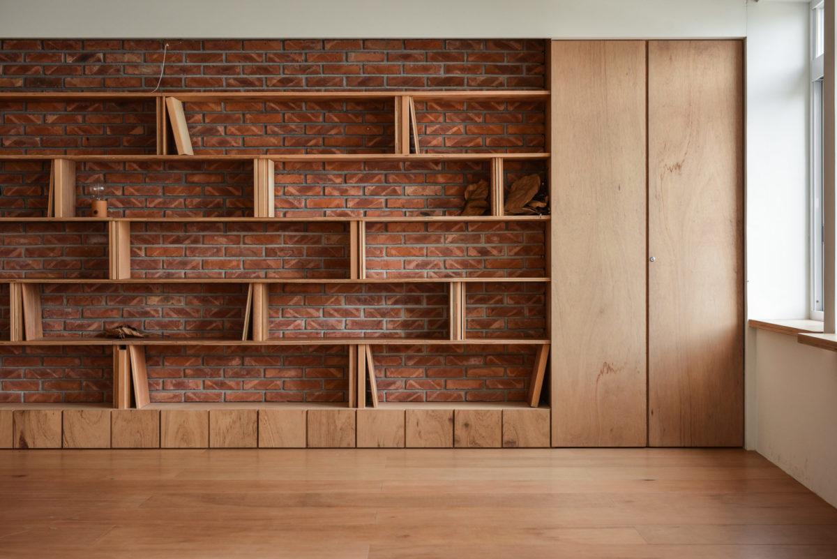 主牆的書架