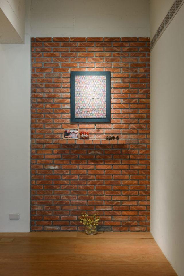 會議室的清水紅磚牆面