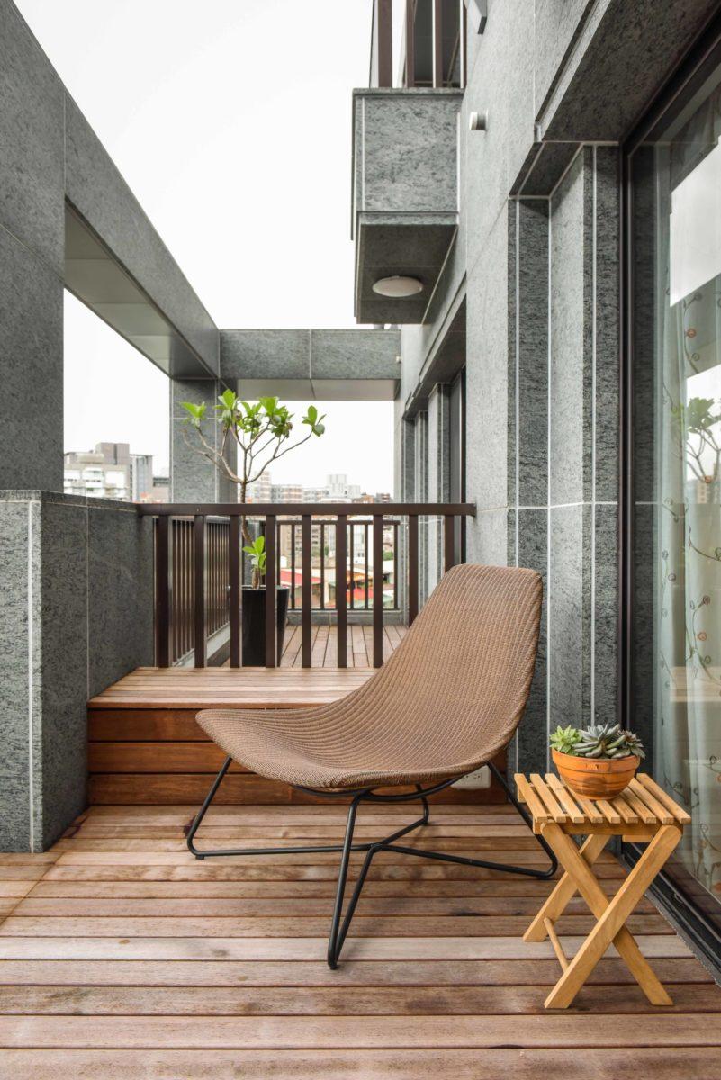 前陽台。我們選用太平洋鐵木作室外地板,耐候又好看