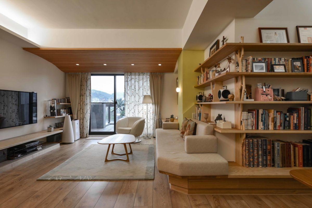 客廳的沙發用座椅平台取代