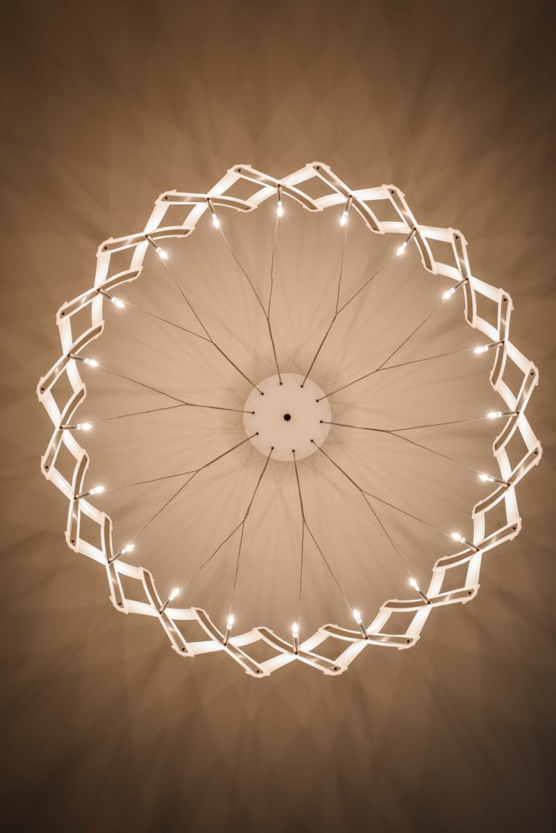 餐廳主燈是我進行立面設計時就想定的燈款,能得到業主大力支持真的太開心了!